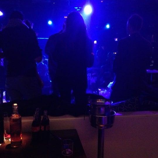 Das Foto wurde bei The Sutton Club von Gregory S. am 12/2/2012 aufgenommen
