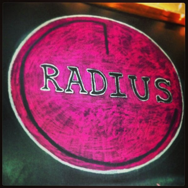 Foto tomada en Radius Pizza por Reed G. el 1/4/2013