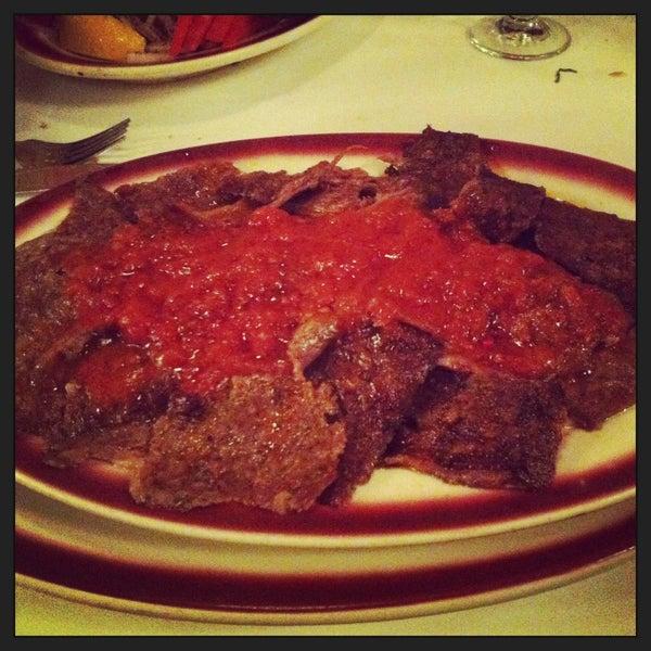 Das Foto wurde bei Taci's Beyti Restaurant von Jackie S. am 3/3/2013 aufgenommen