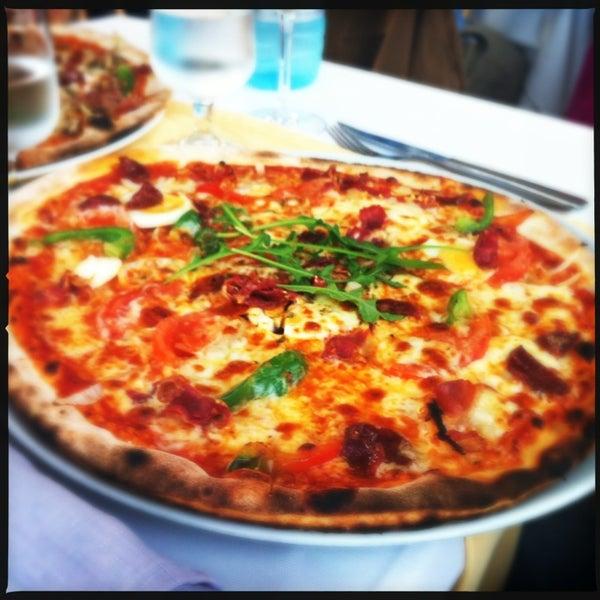 4/10/2013에 Diana T.님이 Pizza na Pedra에서 찍은 사진