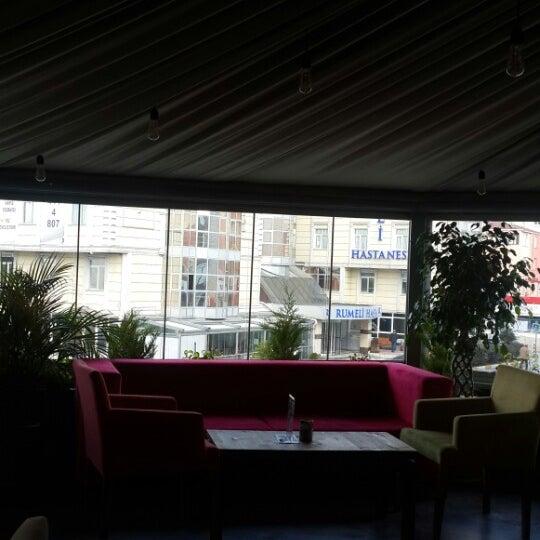 Das Foto wurde bei Social Roof FCM Cafe von istanbul saç ekimi E. am 3/17/2015 aufgenommen