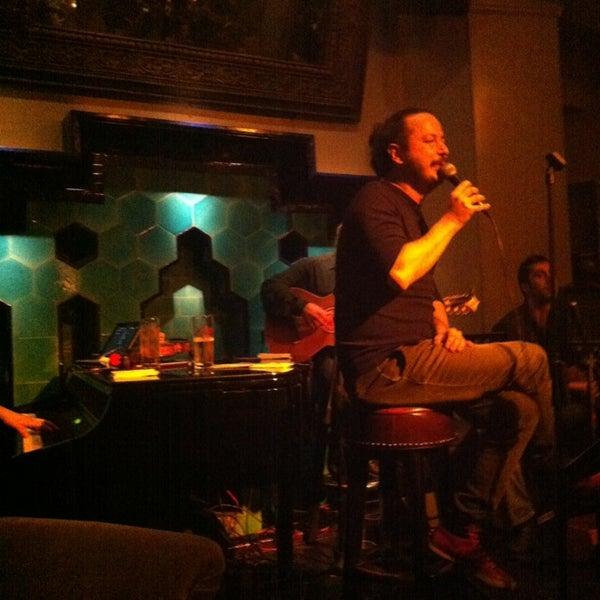 รูปภาพถ่ายที่ Zihni Bar โดย Begüm A. เมื่อ 2/8/2013