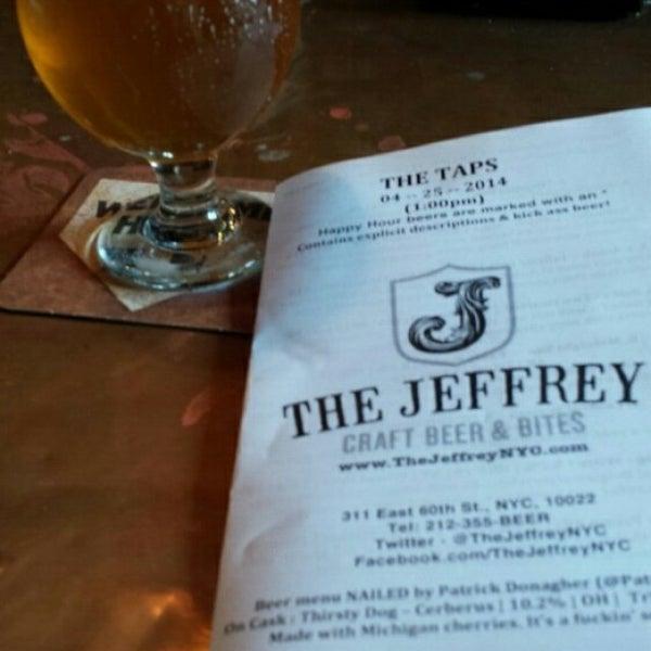 Foto tomada en The Jeffrey Craft Beer & Bites por Michael M. el 4/25/2014