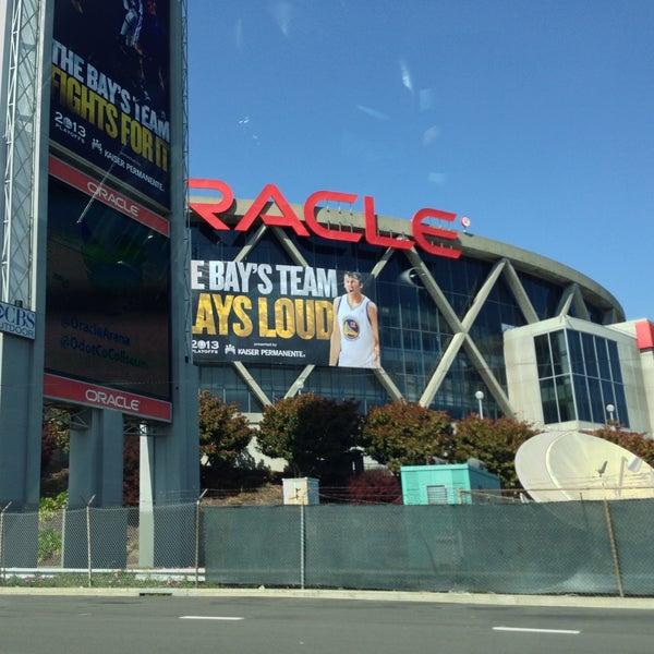 รูปภาพถ่ายที่ Oakland Arena โดย Rex W. เมื่อ 4/26/2013