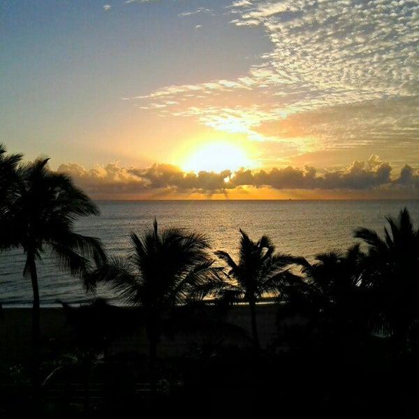 Photo prise au Fontainebleau Miami Beach par Robb R. le10/16/2012