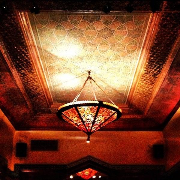 รูปภาพถ่ายที่ Zihni Bar โดย Murat E. เมื่อ 10/19/2012