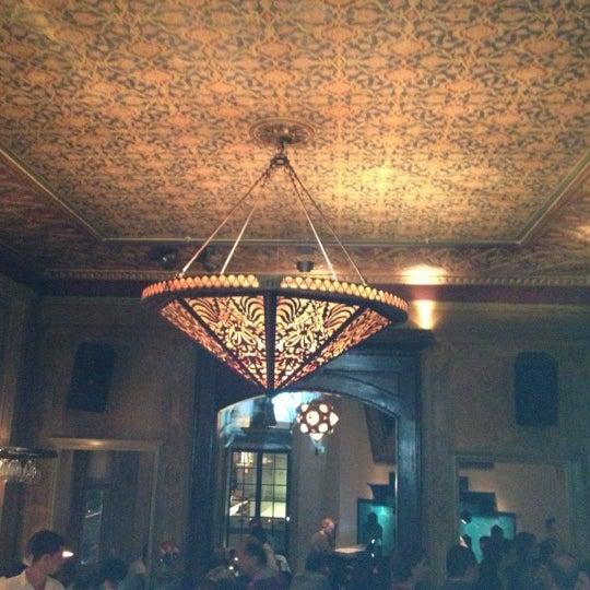 รูปภาพถ่ายที่ Zihni Bar โดย Murat E. เมื่อ 10/26/2012