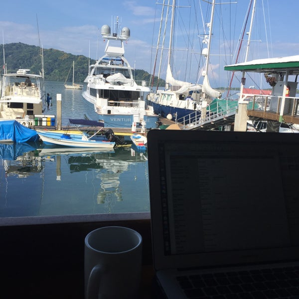 Foto diambil di Banana Bay Marina (Bahía Banano, S.A.) oleh Kathryn pada 3/30/2017
