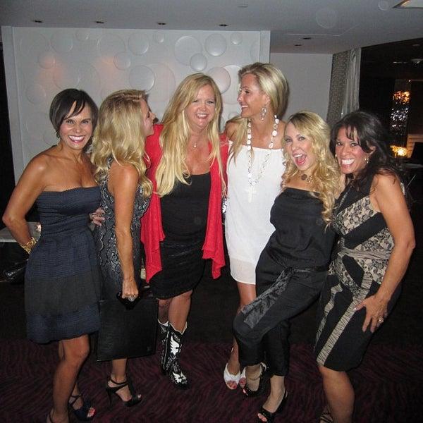 Photo prise au Dee Lincoln's Bubble Bar & Private Events par Cynthia S. le8/31/2013