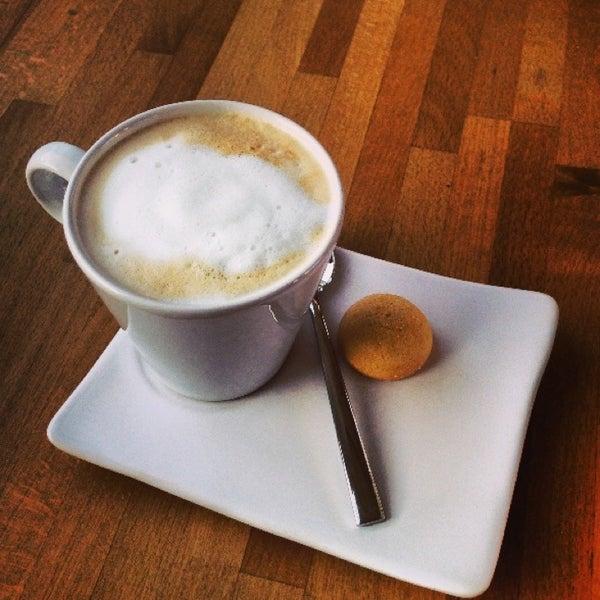 Foto tirada no(a) Cotta Coffee por Okan O. em 7/18/2013