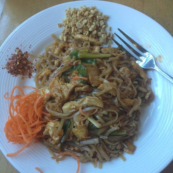 Foto tirada no(a) Tuptim Thai Cuisine por Tina H. em 9/5/2013