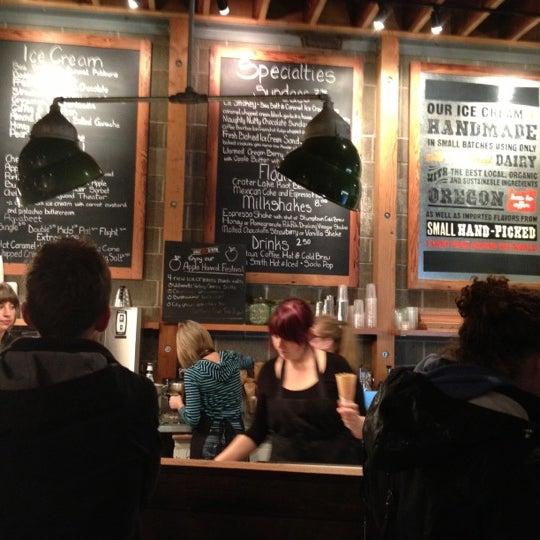 Das Foto wurde bei Salt & Straw von Sal C. am 10/28/2012 aufgenommen