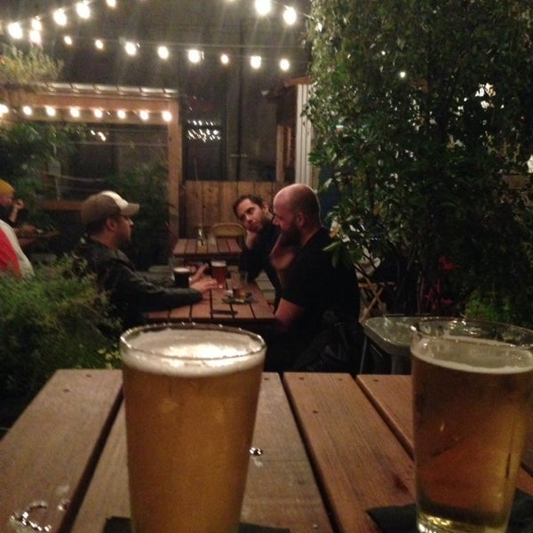 9/26/2013にNatalie S.がTrophy Barで撮った写真