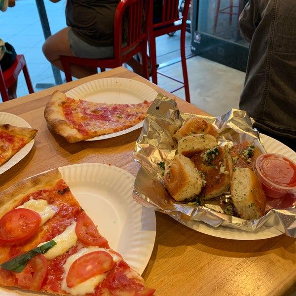 Foto scattata a Joe's Pizza da 👑 il 7/12/2019