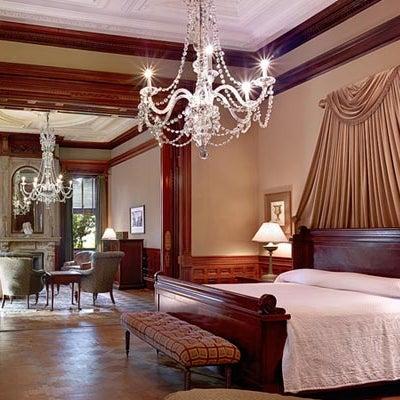 Foto diambil di Wentworth Mansion oleh Wentworth Mansion pada 1/27/2015