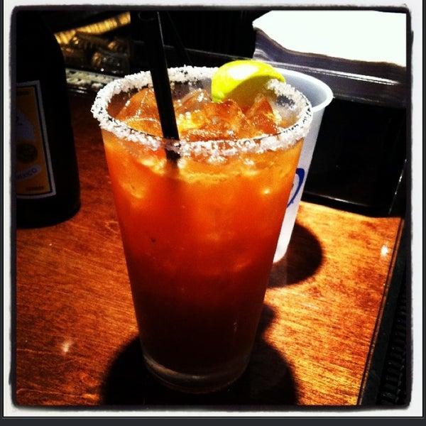 3/23/2013 tarihinde Leslie 💁🏻🔪🍸 A.ziyaretçi tarafından Royal Oak Bar and Grill'de çekilen fotoğraf