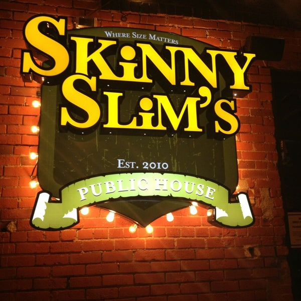 Photo prise au Skinny Slims Public House par Rebecca C. le6/2/2013
