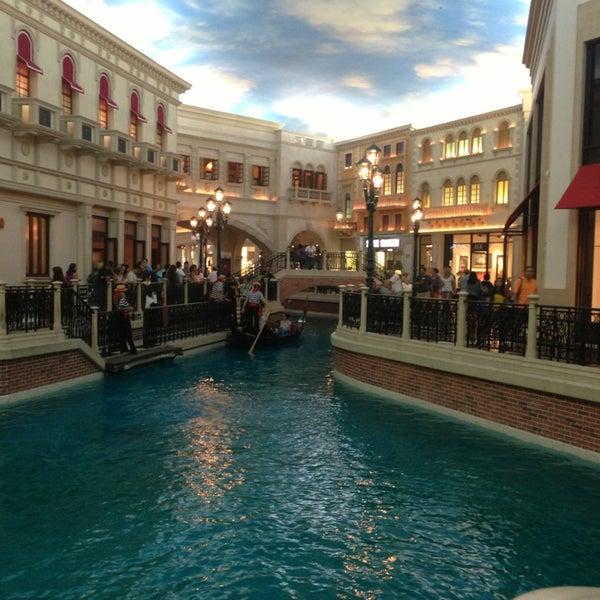 Foto tirada no(a) Venetian Resort & Casino por Christ H. em 6/22/2013