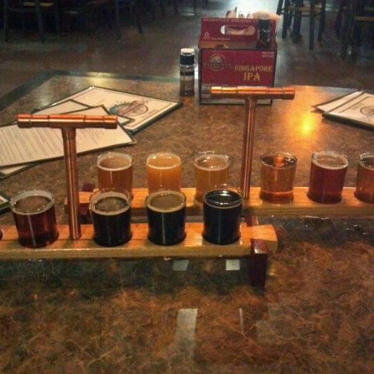 Снимок сделан в Saugatuck Brewing Company пользователем Anthony M. 10/10/2012