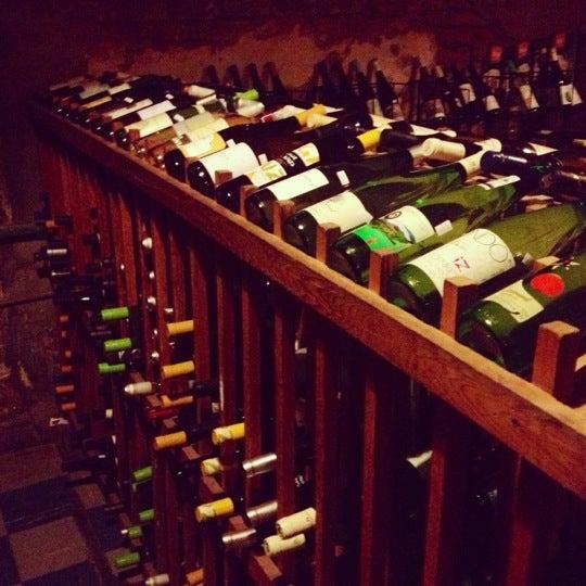 Photo prise au Bacchanal Wine par Liz D. le11/27/2012
