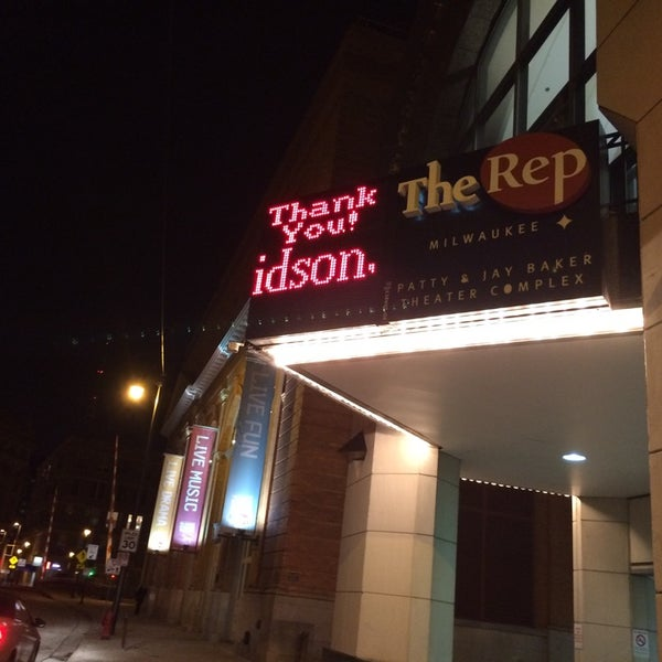 Foto tirada no(a) Milwaukee Repertory Theater por Ebbie A. em 11/20/2014