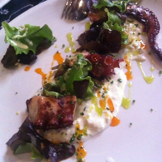 Foto diambil di Restaurante Lakasa oleh Fran L. pada 12/22/2012