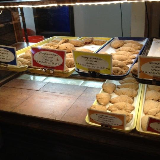 11/15/2012에 Dario G.님이 Golden Crown Panaderia에서 찍은 사진