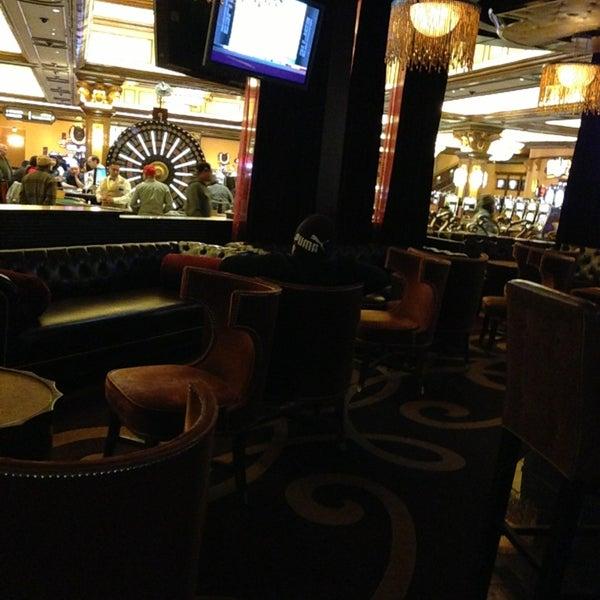 รูปภาพถ่ายที่ Horseshoe Hammond Casino โดย JL J. เมื่อ 12/27/2012