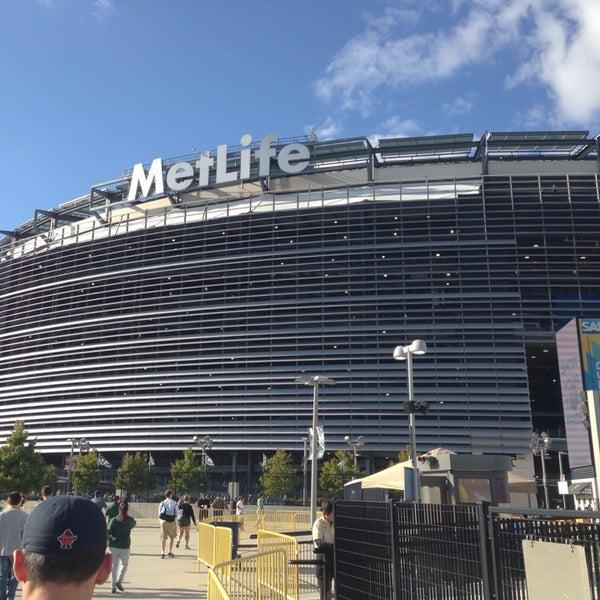 รูปภาพถ่ายที่ MetLife Stadium โดย Gianni W. เมื่อ 9/22/2013