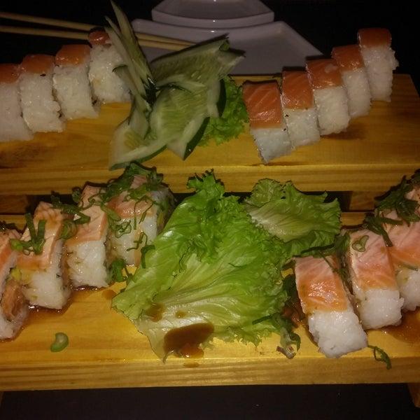 Marcelo el mozo se destaca. Excelente el sushi como siempre. Reserven o vayan temprano porque se llena