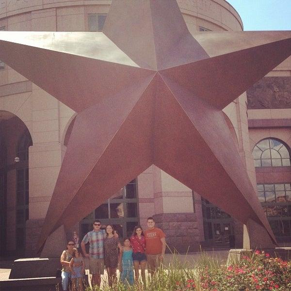 7/7/2013 tarihinde Mariana P.ziyaretçi tarafından Bullock Texas State History Museum'de çekilen fotoğraf