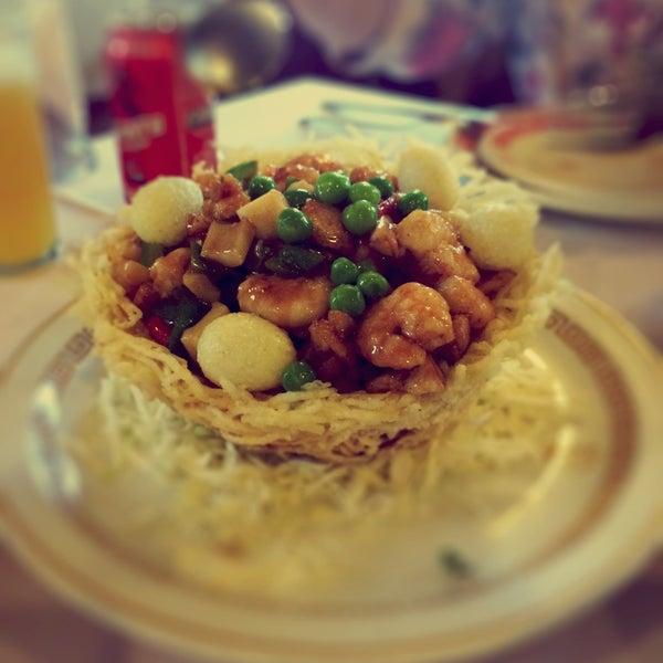 Peça o Xiao Long Bao de entrada e de prato principal o Ninho Dourado. Se tiver espaço, termine com a banana caramelizada.
