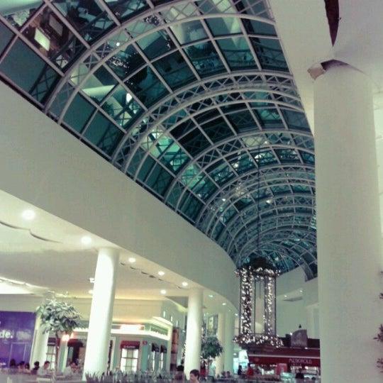Foto diambil di Shopping Crystal oleh Eduardo M. pada 11/6/2012