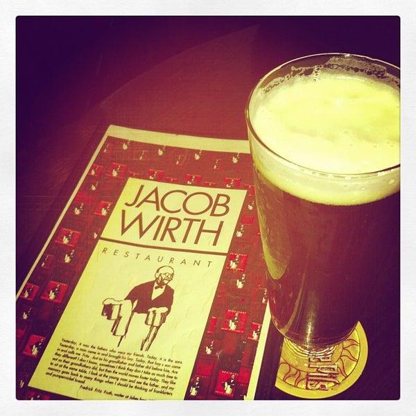 Foto tirada no(a) Jacob Wirth Restaurant por Steve N. em 5/4/2013
