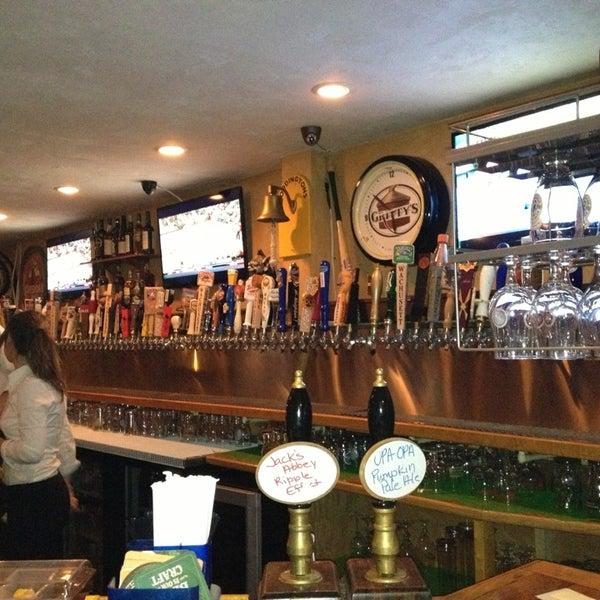 Photo prise au Horseshoe Pub & Restaurant par Casey C. le2/2/2013