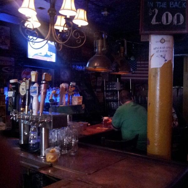Foto tirada no(a) Bar Nine por Jason F. em 6/28/2013