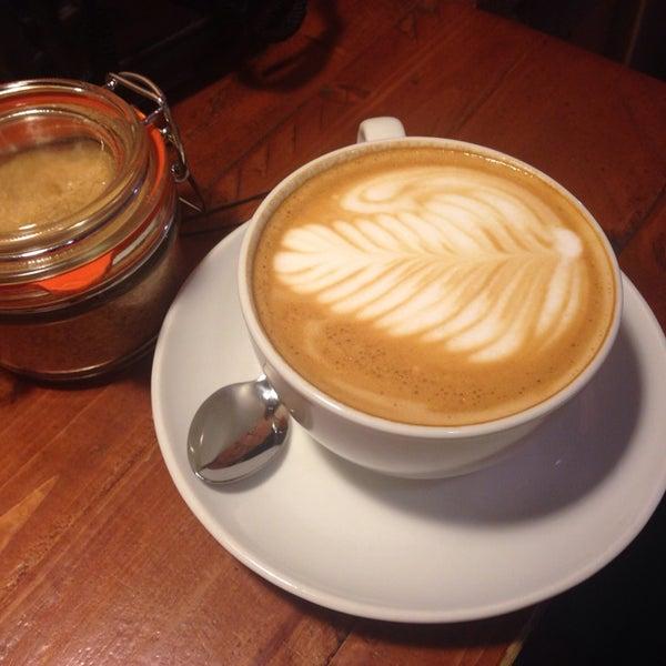 Foto diambil di Brew Lab Coffee oleh Semih B. pada 5/18/2014