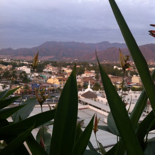 Foto tomada en Sunset Plaza Beach Resort & Spa por Joel V. el 4/7/2013