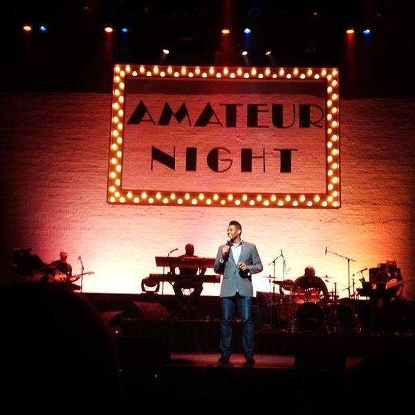 6/27/2013 tarihinde Stephanie S.ziyaretçi tarafından Apollo Theater'de çekilen fotoğraf