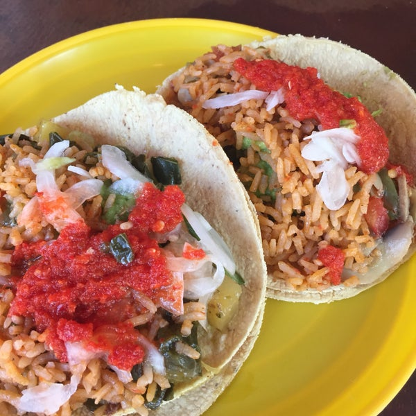รูปภาพถ่ายที่ Tacos Gus โดย Daniela B. เมื่อ 7/31/2017