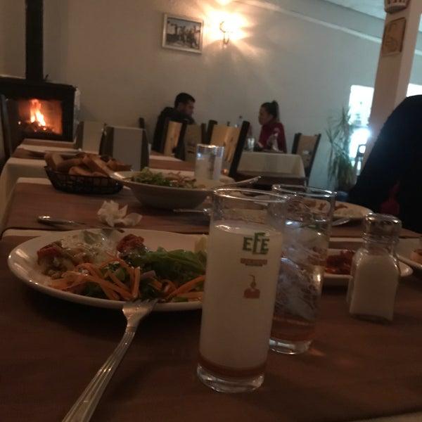 รูปภาพถ่ายที่ King's Garden Restaurant โดย Süleyman Can K. เมื่อ 3/10/2018