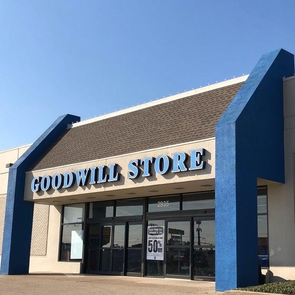 goodwill thrift vintage store in irving. Black Bedroom Furniture Sets. Home Design Ideas
