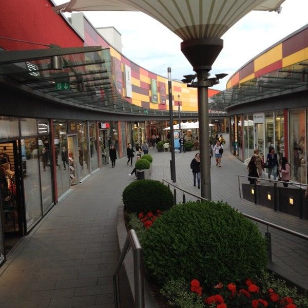 hessen center einkaufszentrum in frankfurt am main. Black Bedroom Furniture Sets. Home Design Ideas