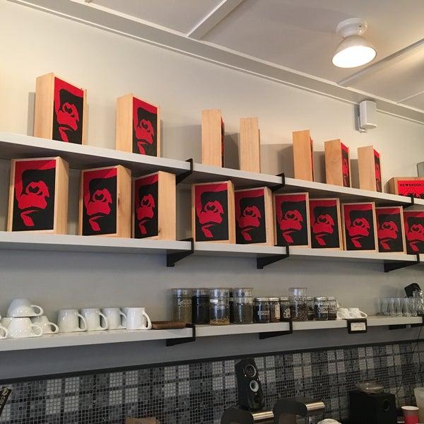 Foto scattata a Gorilla Coffee da Peter B. il 11/1/2015