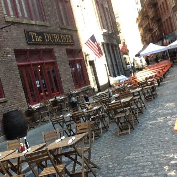 4/21/2013 tarihinde Leonard Z.ziyaretçi tarafından The Dubliner'de çekilen fotoğraf