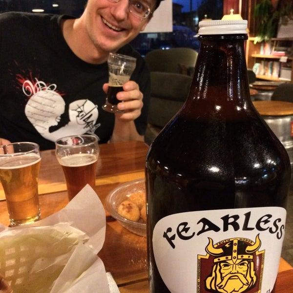 11/30/2013 tarihinde Tugrikziyaretçi tarafından Fearless Brewing'de çekilen fotoğraf