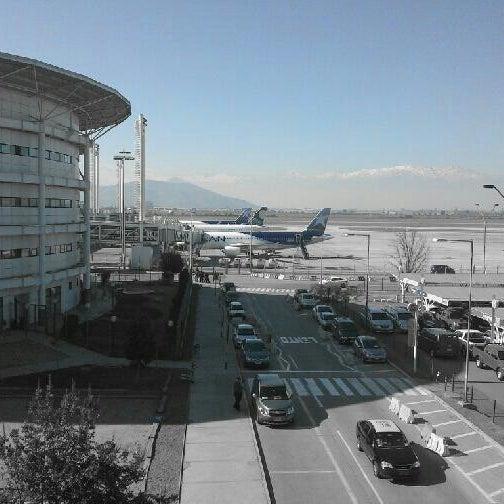 Foto tomada en Aeropuerto Internacional Comodoro Arturo Merino Benítez (SCL) por Claudio A. el 7/14/2013