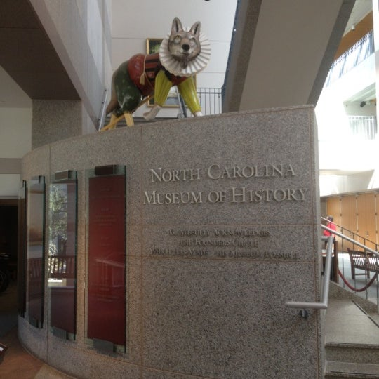 รูปภาพถ่ายที่ North Carolina Museum of History โดย Ali C. เมื่อ 10/16/2012