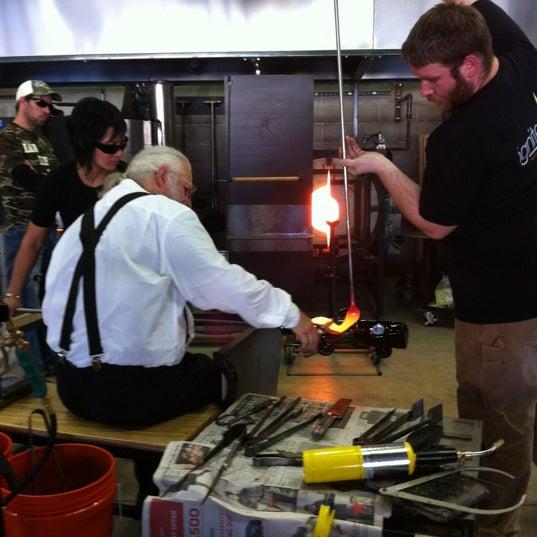 Foto tirada no(a) Ignite Glass Studios por Purple P. em 11/4/2012