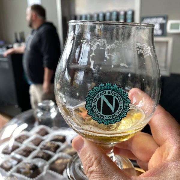 รูปภาพถ่ายที่ Ninkasi Brewing Tasting Room โดย Tony M. เมื่อ 10/8/2019